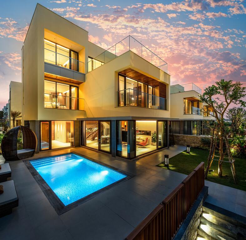 5 bedroom pool villa garden view